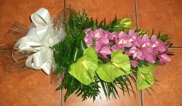 Ramo fúnebre de orquídeas e antúrios midori