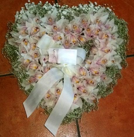 Coração fúnebre orquídeas e vivás