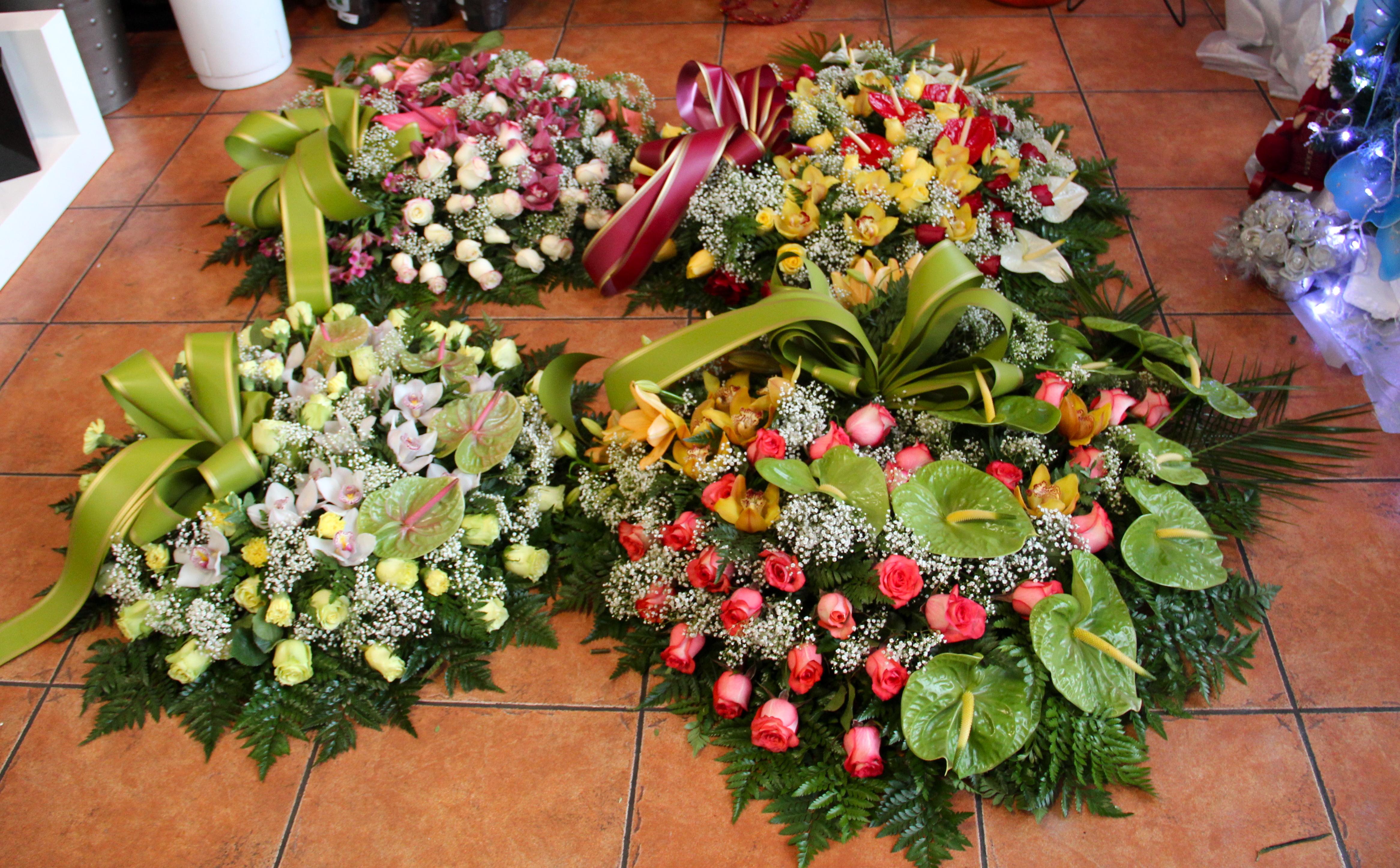 Conjunto de coroas fúnebres